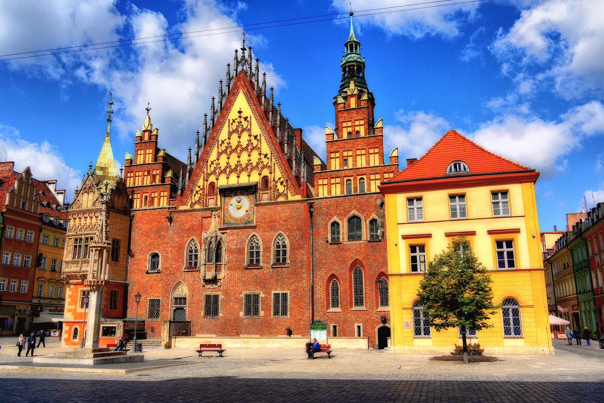 Ratusz we Wrocławiu (Adam Smok CC-BY 2012 Flickr)